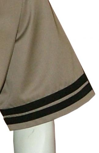 2 PLAIN FABRIC STRIPES PER SLEEVE